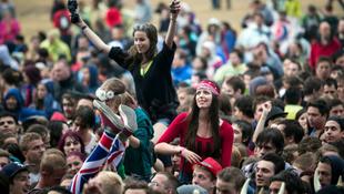 Tízezrek buliznak a VOLTon