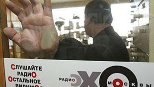 Indoklás nélkül kirúgták a Putyint bíráló rádióst