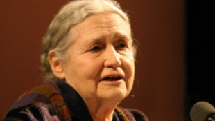 Doris Lessing már 90 éves!