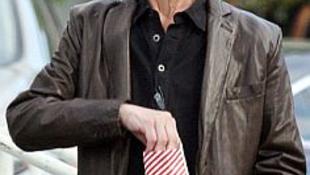 Sokkoló képek: csontsoványan, parókában, cigivel a kezében fényképezték le a halálos beteg színészt