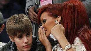 Rihanna lenyomta Justin Biebert
