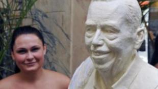 Kedvenc kávéházában saját szobra várja Václav Havelt