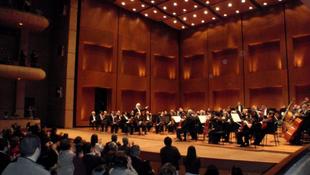 Tombolt a közönség a Nemzeti Filharmonikusok koncertjén