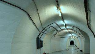 Mi folyik a politikus titkos bunkerében?