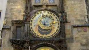 Letörték a prágai Orloj egyik szobrának karját