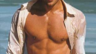 Brad Pitt újra keresi a bajt