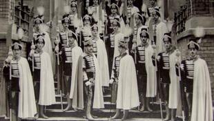 A százéves koronaőri egyenruha a Hadtörténeti Múzeumban