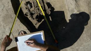 Bronzkori temetőt tártak fel a 21-es számú főút mellett