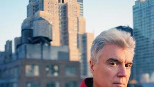 David Byrne jótékonysági koncertet ad