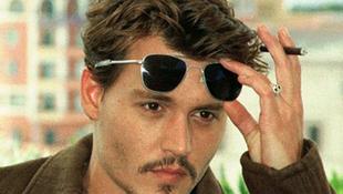 Szinte vak Johnny Depp