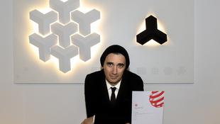 Átvette a rangos díjat a magyar tervező