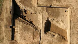 Több mint ötezer éves barlangházakat találtak