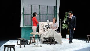 Robot a Trafó színpadán!
