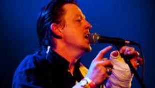 Fergeteges Tom Waits-koncert az A38-on