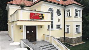 Rejtélyes okok miatt bezár Karel Gott múzeuma