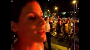 Spontán utcai felvonulással ünnepelték győzelemüket a belgrádiak