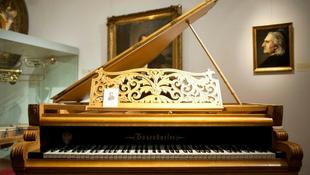 Elköltözött a legendás zongora