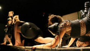 Hulladékot viselnek a magyar színésznők