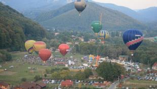 Hőlégballonoktól lehet színes a hétvégénk