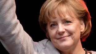 Videó: így még soha nem látta Angela Merkelt