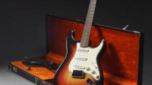 Eladják az elhagyott gitárt