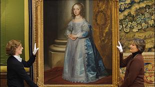 Hazatér a kivégzett király lányának portrája