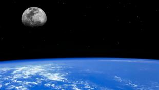 A Hold fiatalabb, mint hittük
