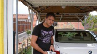 A Showder klub humoristájának széttörték a kocsiját