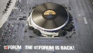 Gigantikus lemez fedi a híres aréna tetejét