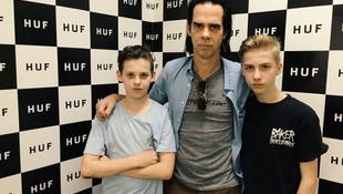 Tragikus balesetben elhunyt az énekes fia