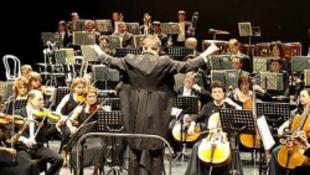 A Zsolnayba csomagolt filharmonikusok sztárokkal lépnek fel