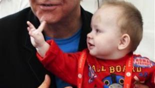 Ukrajna szerint Elton John túl öreg az örökbefogadáshoz