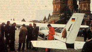 25 évvel ezelőtt landolt gépével a Vörös téren Mathias Rust