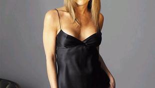 Jennifer Aniston gyereket akar