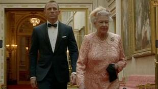 Kitüntették a királynőt