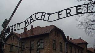 Visszakerült az ellopott auschwitzi felirat
