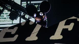 Mickey egér és Deadmau5 harcban áll