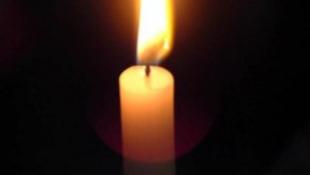 Százak gyújtottak gyertyát Cseh Tamásért