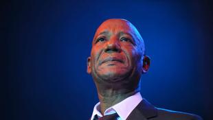 Gyász: rákban elhunyt a világhírű énekes
