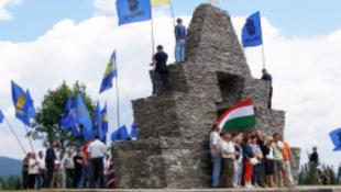 Ukrán szélsőségesek megrongálták a magyar emlékművet