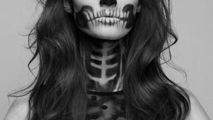 Csontváza mögé bújt a gyönyörű lány