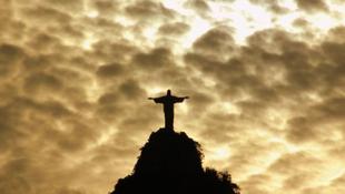A káoszt kihasználva megrongálták a Megváltó szobrát