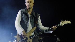 Asszisztense vitte el a U2 tag pénzét