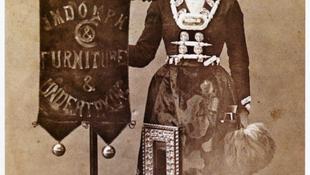 Koporsónak öltöztették a lányt