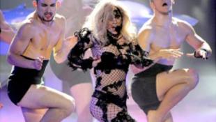 Cenzúrázták a popkirálynő erotikáját (teljes verzió itt!)
