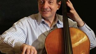 Európa-turnén a magyar zenész