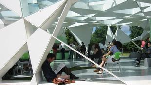 Futurisztikus világba vezet a japán építész