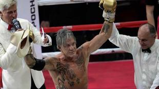 Mickey Rourke visszatért a ringbe