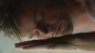 Ricky Martin videón is bemutatja, hogy meleg