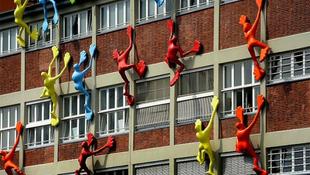 Színes figurák szállták meg a német várost